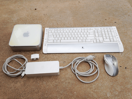 Mac Mini PPC w/ Logitech keyboard and mouse